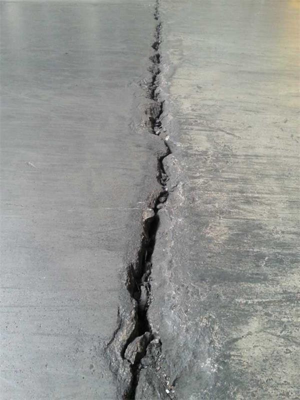水泥地面裂缝修补方法