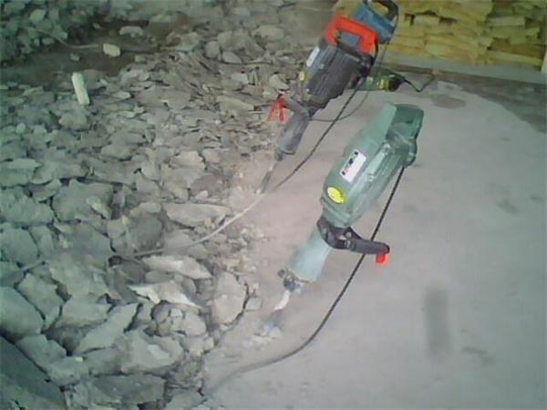 天花板拆除,窗台拆除,水泥楼梯拆除,砖墙拆除,墙体拆除,铲墙皮高清图片