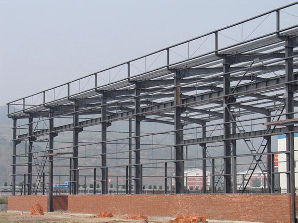 钢结构利用钢材强度高的特点,设计可采用大开间布置,使建筑平面能够合