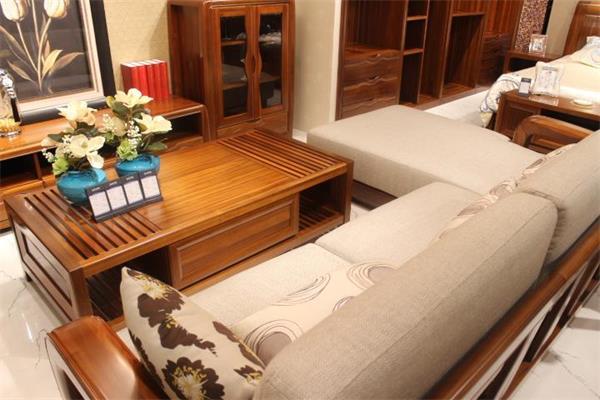 所以在金丝柚木家具搭配的方案里也是最多的