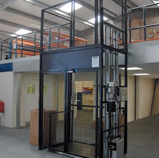 河北导轨式升降货梯链条式升降货梯液压升降货梯厂家图片