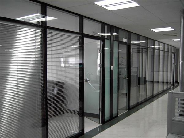 津南区安装玻璃隔断,办公隔断安装13512458808图片