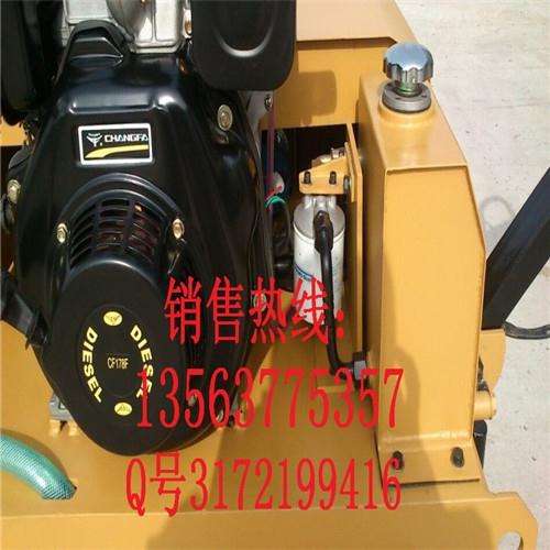 器采用国内名牌液压传动单元,可像电动车一样无级变速,转换方向.图片