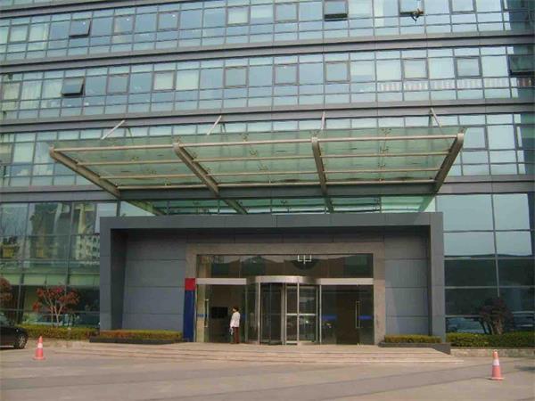 北京丰台区安装玻璃雨棚 楼顶遮雨棚安装设计图片