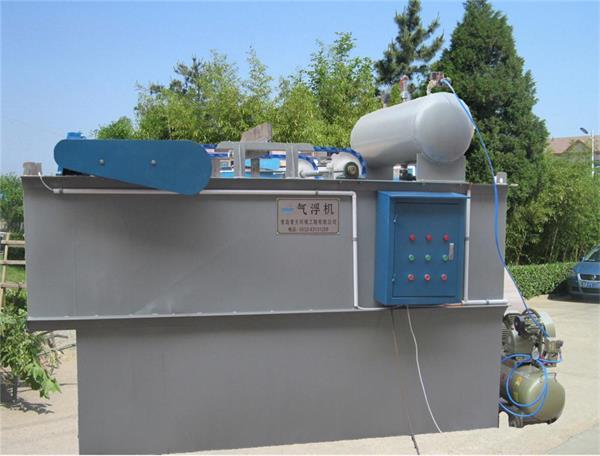 平流式溶气气浮机结构特点 设备主体为长方形钢制结构.
