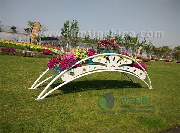 铁艺造景花架,表现出城市街区景观的诗意!