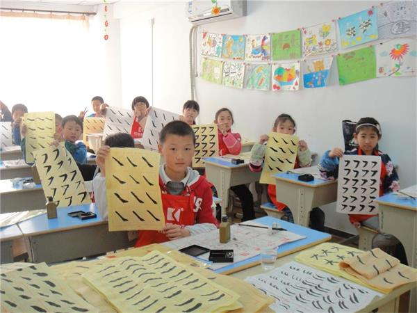 嘉定少儿硬笔书法培训暑假学书法书写姿势培训