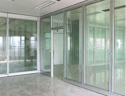从事不锈钢玻璃隔断,铝镁合金隔断和活动隔断系列