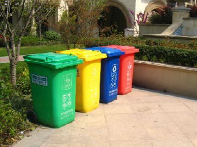 """分类垃圾桶让垃圾""""变废为宝"""""""