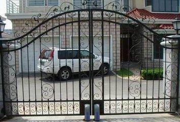 铁艺艺术门; 护栏阳台系列:围墙铁艺栏杆,阳台铁艺栏杆,雕花铁艺扶手