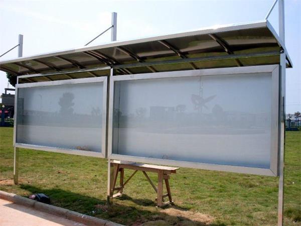 基本配置与材料:雨棚+不锈钢筐架+展示区白板(及边框) 不包括表面