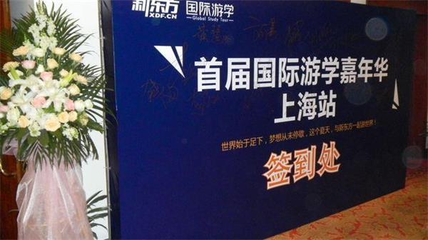 上海异形木结构展柜制作