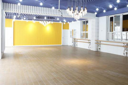 成都舞蹈室装修,专业培训学校装修高清图片