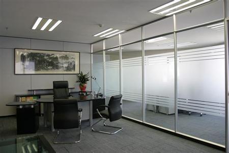 天津飞龙专业从事玻璃隔断,办公隔断,玻璃装饰,断桥铝隔断,移动高隔图片