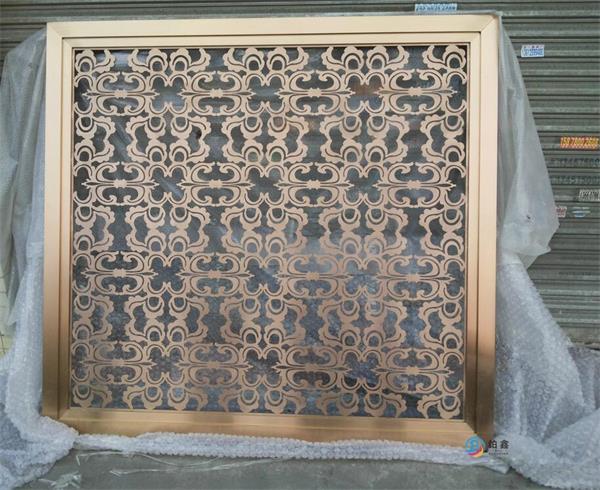 不锈钢板制屏风:也称为(不锈钢隔断)用不锈钢板进行激光雕刻镂空加工