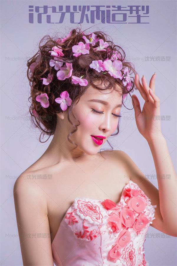 简约扎发.编发鲜花新娘发型欣赏.化妆造型学校图片