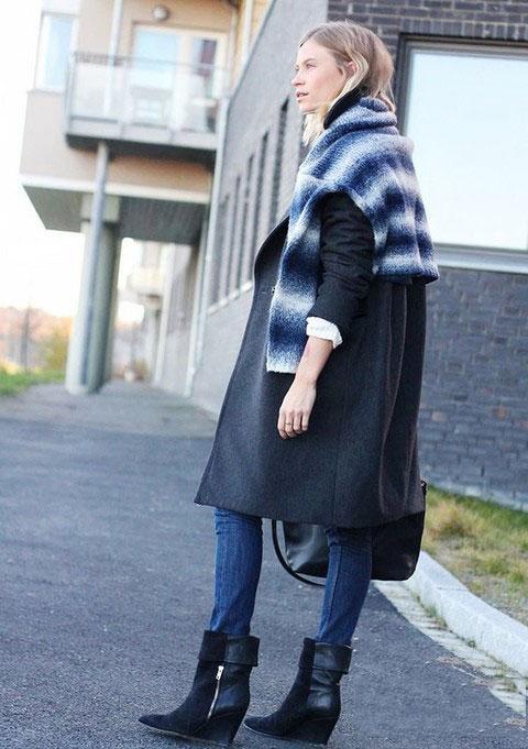 衣服单调就用亮色毛衣作围巾