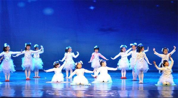 形体舞蹈梦千年之恋_杭州幼儿学舞蹈 针对少儿形体塑造