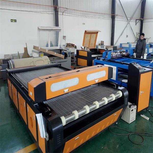 皮革布料裁剪机大幅面激光裁床易雕工厂直销