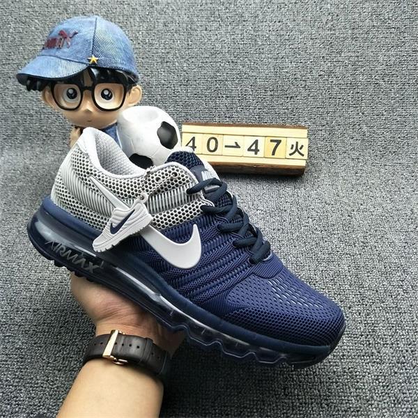 比如这些新鞋标设置了三点一线的设计.