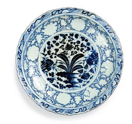 青花纹饰的线条中常有钴铁的结晶斑