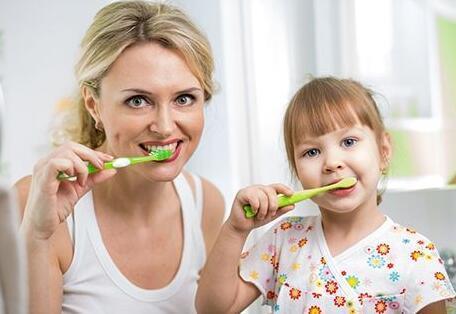 的孩子爱上刷牙?