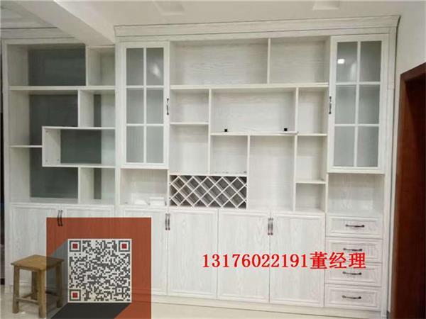 专业定制衣柜,榻榻米,书柜,酒柜等 家具:与硬装修上的欧式细节应该是