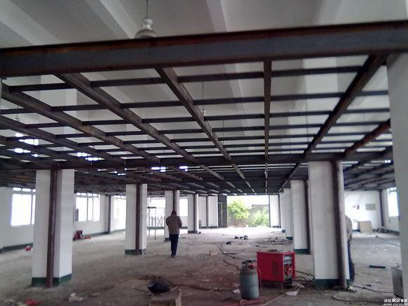 钢结构阁楼 -钢结构阁楼制作的工艺材料及方式有很多选择,有木质钢