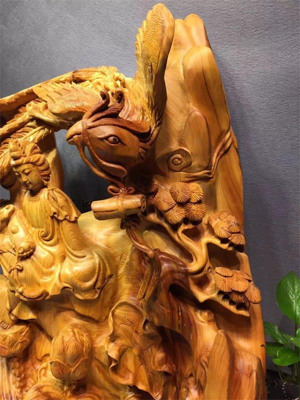 2004年4月,由中国民间艺术大师叶玉青先生雕刻的《世纪大象》巨型根