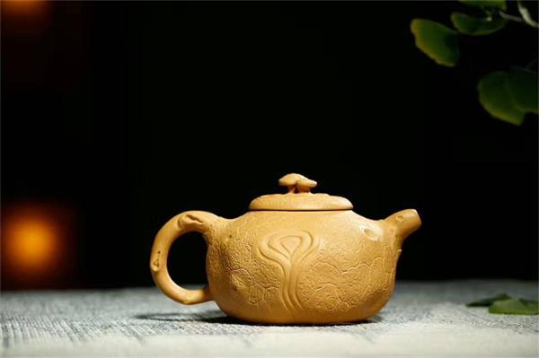 2,很多壶友清洁顽渍多用84消毒液,笔者认为,茶壶做为每天饮用的东西