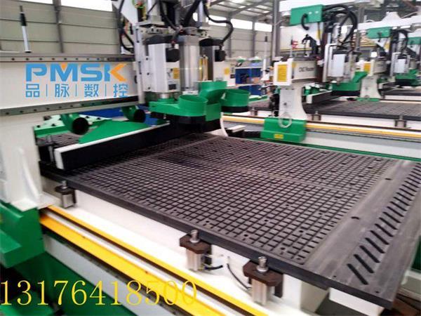 江苏徐州板式家具厂为什么都来济南选购数控开料机 哪家性价比高图片