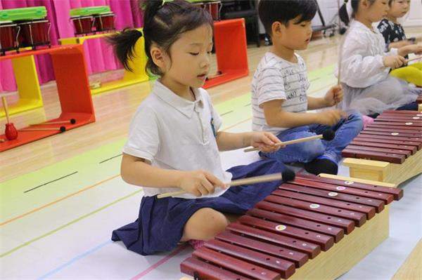 杭州奥尔夫音乐学习:音乐童年以音乐作为爱的教育方式
