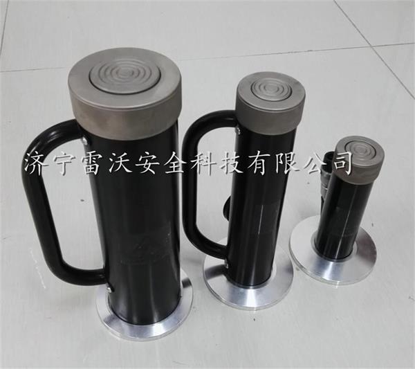用液压手动泵供油,在液压力的作用下,活塞杆伸出,从而将被撑顶的重物图片