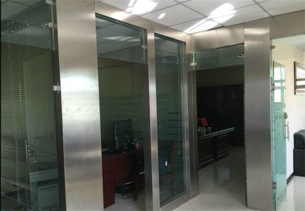 吊顶玻璃花格效果图-甘家口安装玻璃隔断墙海淀区定做玻璃隔断厂家