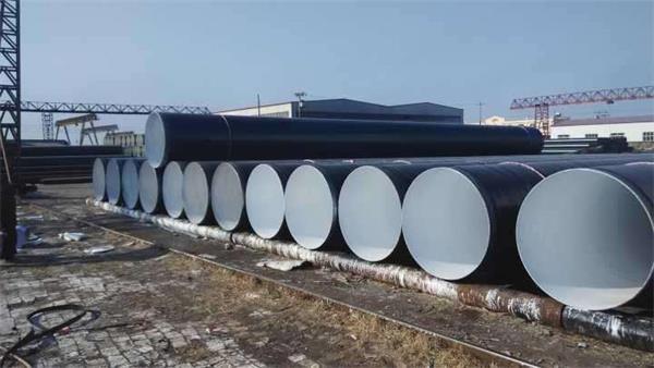 敷设时采用较典型的防腐层结构是:在富锌环氧底漆上涂敷聚烯烃热熔胶