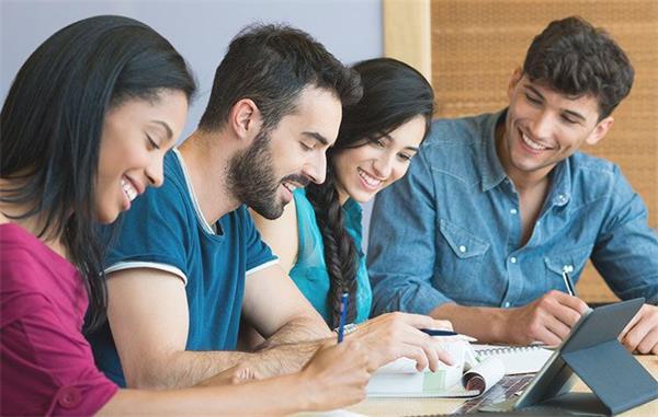 高中生入学教育视频_board)主办的一场考试,其成绩是世界各国高中生申请美国大学入学资格
